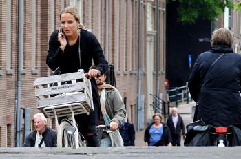 Gazelle_blokkeert_bellen_op_de_fiets